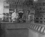 3.17.a. hr en mw Ravestein-Jansen in de winkel.jpg